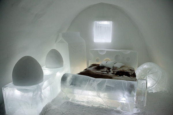Egg room ice hotel sweden